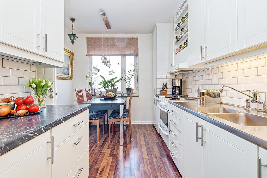 Välplanerat kök med bra arbetsytor