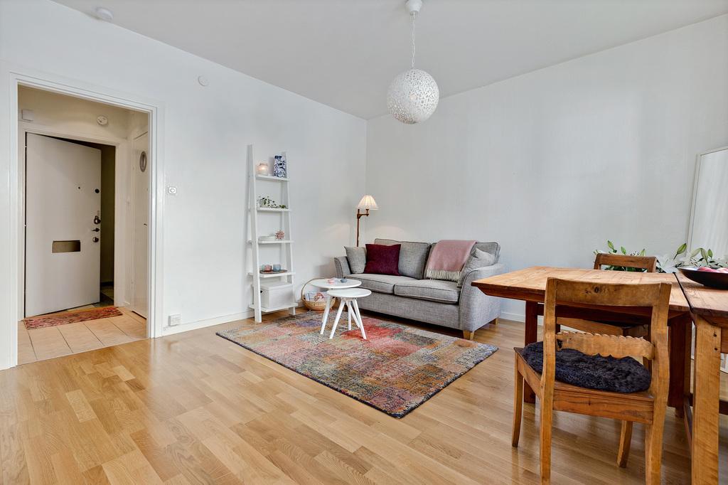 Vaardagsrum med plats för både soffor och matbord