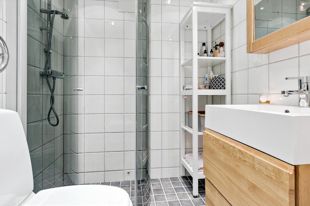 Renoverat badrum med vikväggar