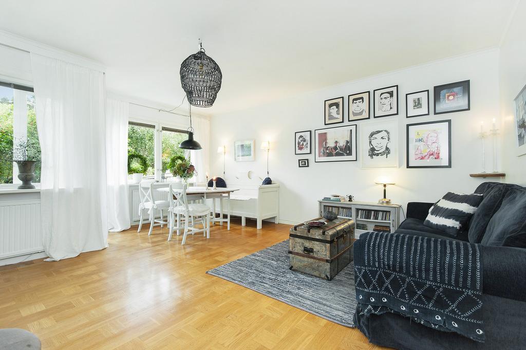 Vardagsrum med plats för soffa, matbord mm