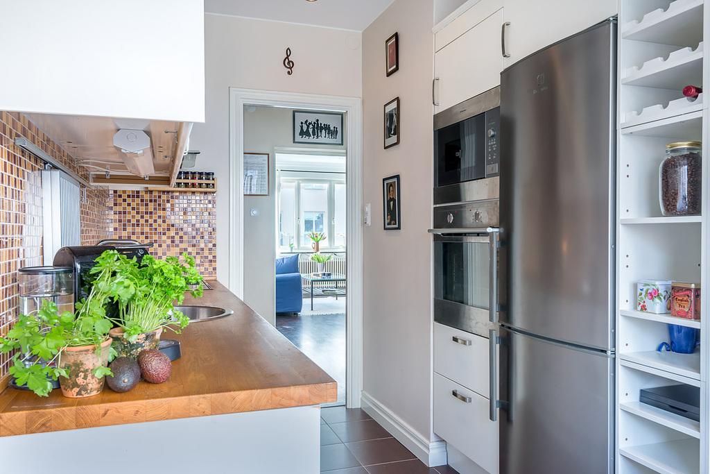 Bra arbetsytor i köket och vitvaror i rostfritt