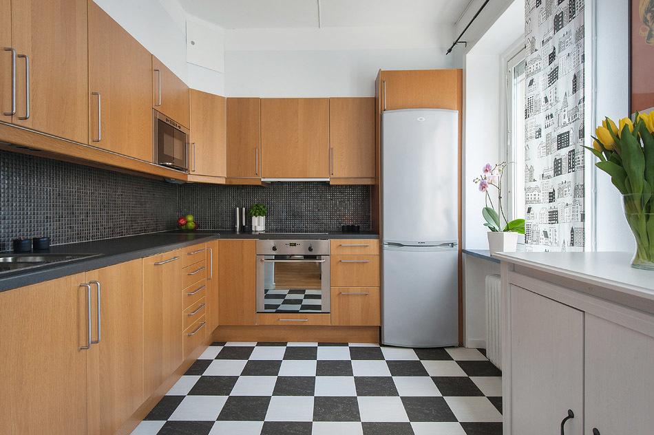 Kök med rutigt plattgolv