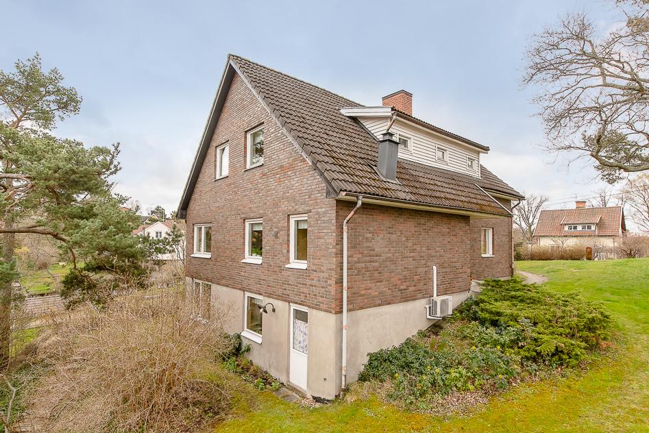 Huset sett från Hillbergsvägen