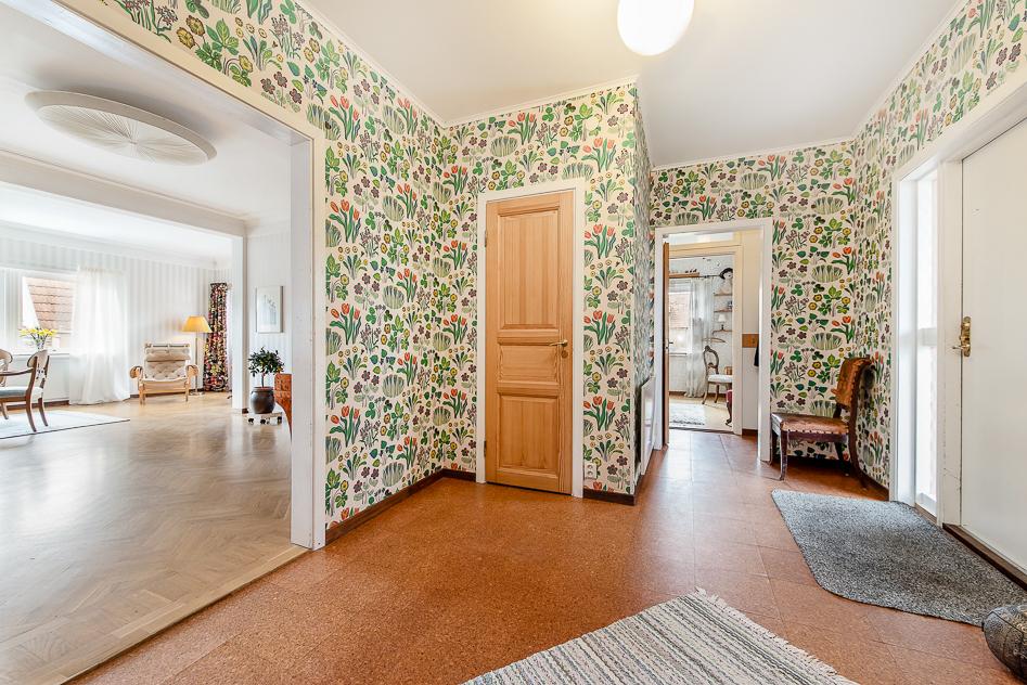 Hallen med vardagrum och glimt in mot gästrum