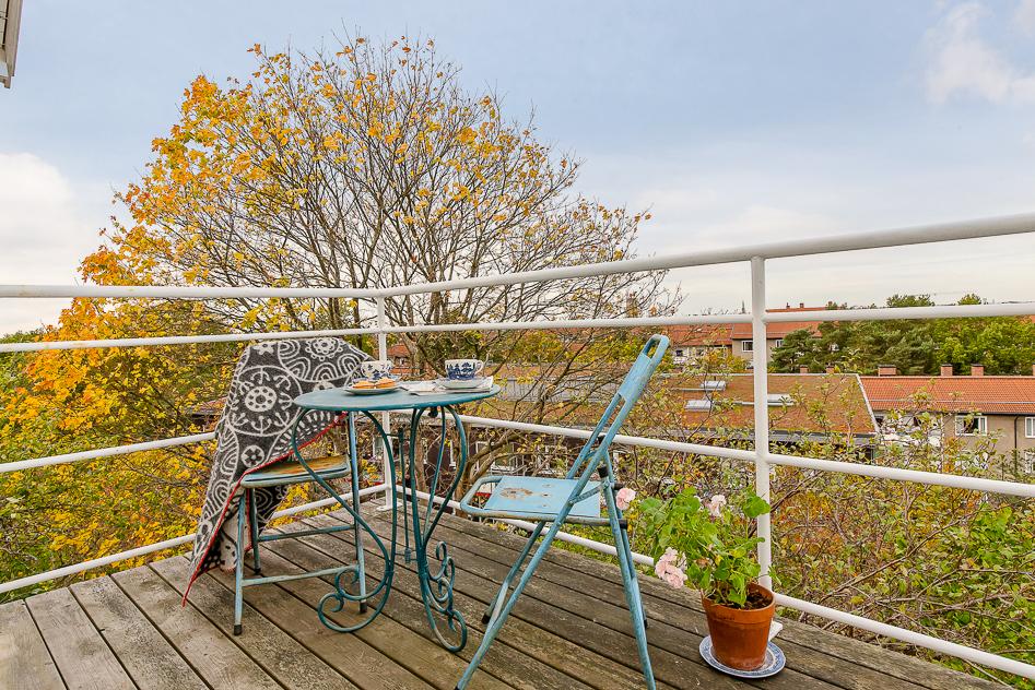 Balkongen nås från det övre vardagsrummet
