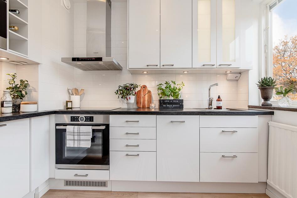Njut av ett modernt och stilfullt kök