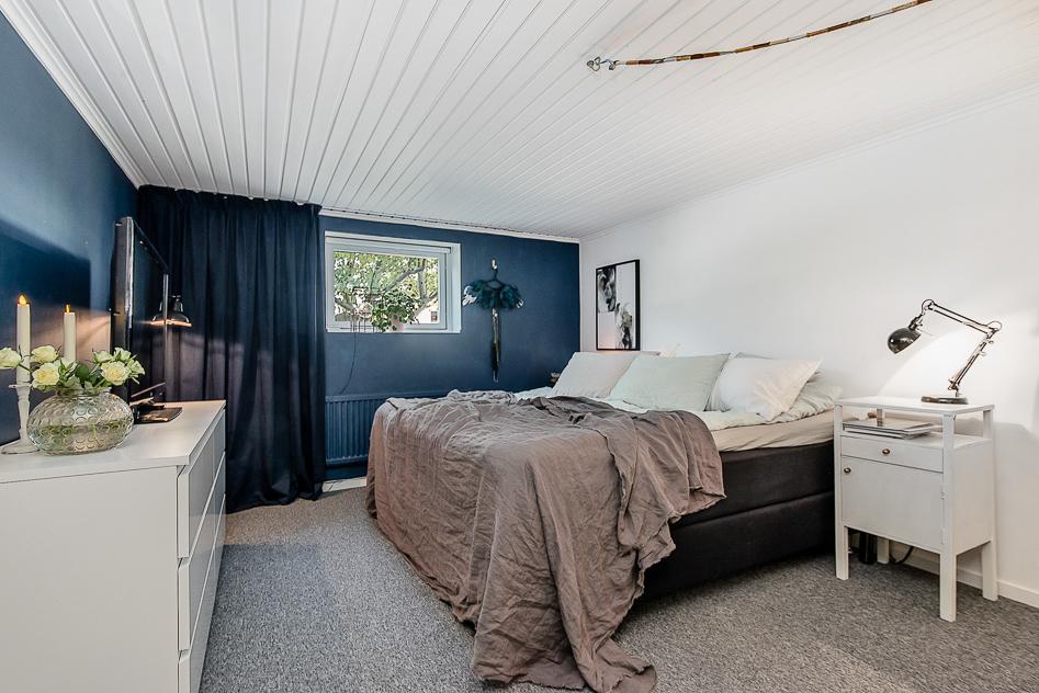 Stort master bedroom på entréplan